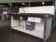 Werktafel verrijdbaar met spoelbak en boiler