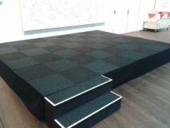 Podium 4x2x40cm. incl. tapijt afrok trap