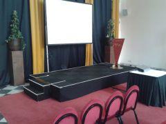 Podium 3x2x40 cm. incl tapijt afrok trap